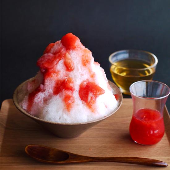 苺ミルクのかき氷