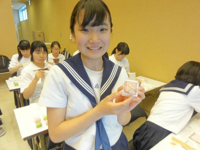 http://www.koshiyamakanseido.jp/wagashi_photo/DSC02701.JPG