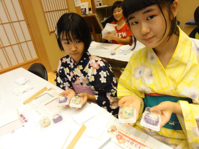 http://www.koshiyamakanseido.jp/wagashi_photo/DSC02951.JPG