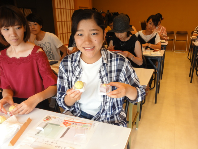 http://www.koshiyamakanseido.jp/wagashi_photo/DSC03040.JPG